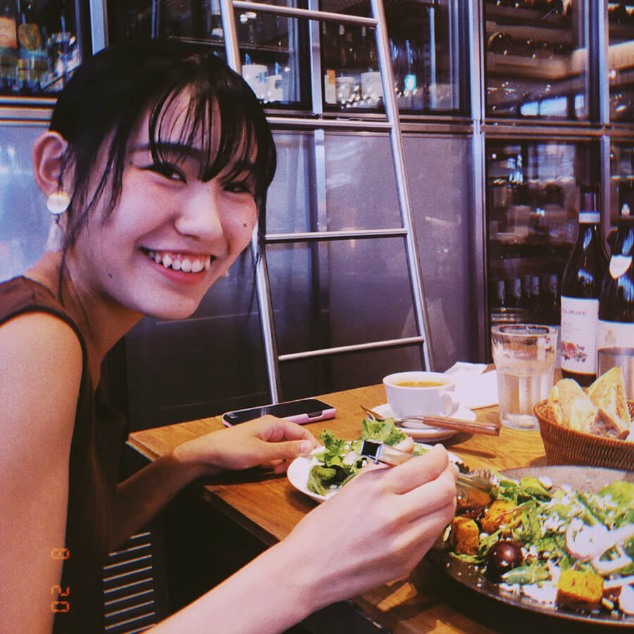 新宿の人気ベーカリーレストラン、沢村でランチを食べる