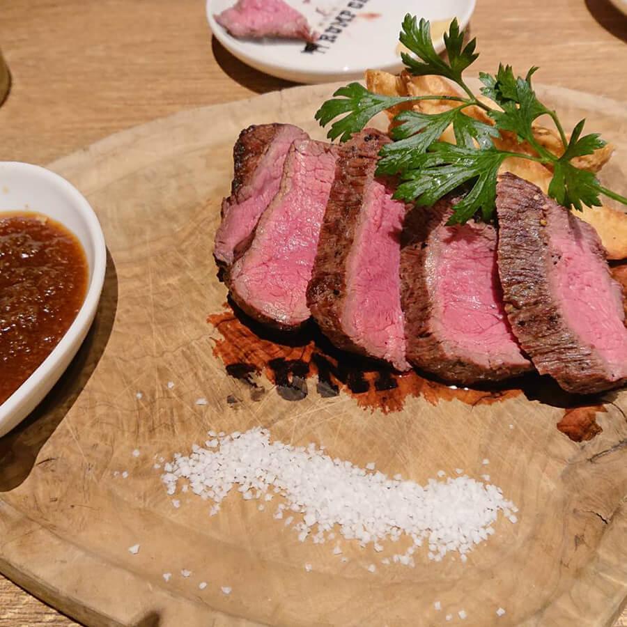 話題の渋谷のステーキ屋さんで違う種類のお肉を食べ比べ